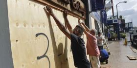 Miles permanecen sin luz en las islas Bermudas tras la cercanía del huracán Humberto