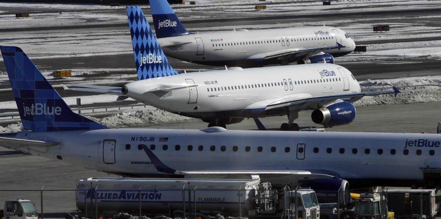JetBlue expulsa a una familia de un vuelo por percance con un bizcocho (horizontal-x3)
