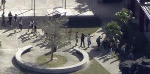 Otra vez, estremecedoras imágenes del tiroteo en una escuela de Florida