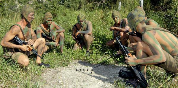 General de Cuba dice que cuenta con miles de hombres y mujeres armados