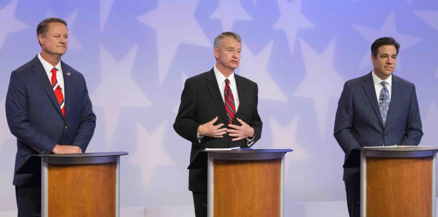 Los precandidatos Tommy Ahlquist, Brad Little y Raúl Labrador durante uno de los debates. (AP) (horizontal-x3)