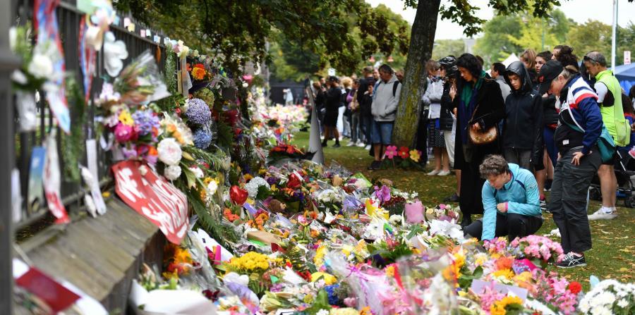 Dos días después del ataque del viernes, el tiroteo más letal en la historia moderna de Nueva Zelanda, los familiares aún esperaban a que las autoridades entregaran los restos. (Agencia EFE) (horizontal-x3)