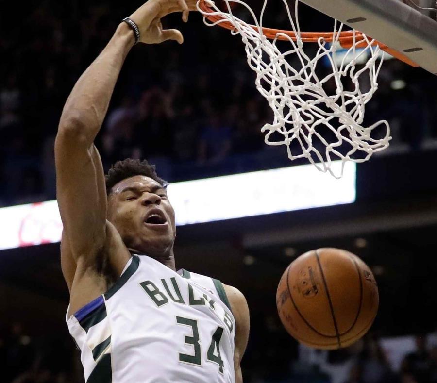 Los Celtics avanzan a costa de los Bucks