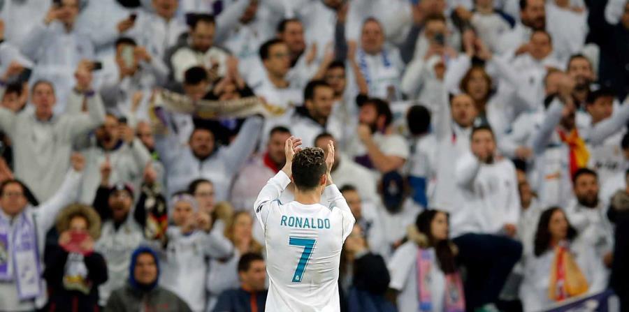 Cristiano Ronaldo saluda a la fanaticada. (AP) (horizontal-x3)