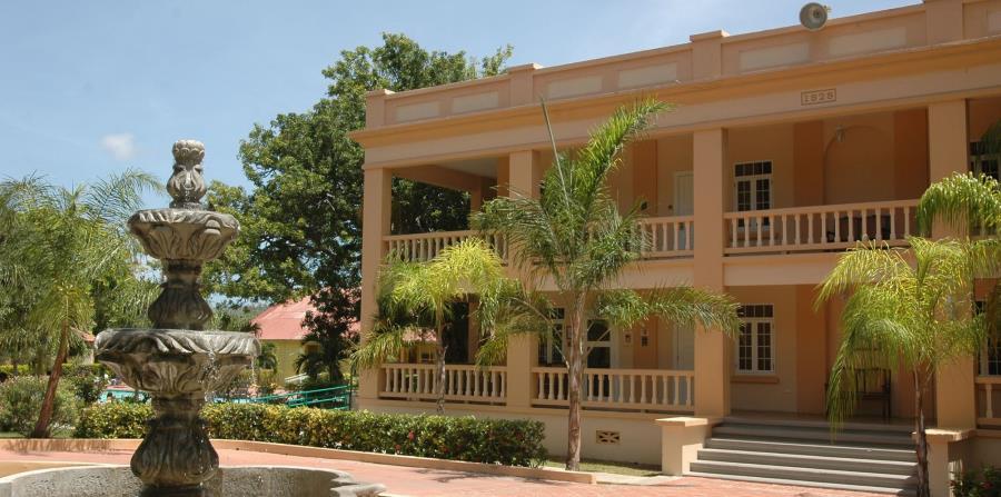 Guánica 1929 hace alusión al pueblo en el que ubica y al año en que fue construido, cuando se  conoció como American Hotel. (Archivo GFR Media)