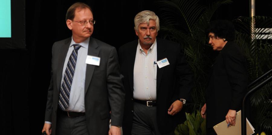 Leslie Highley (al centro), director gerencial de UBS Financial Services. (horizontal-x3)