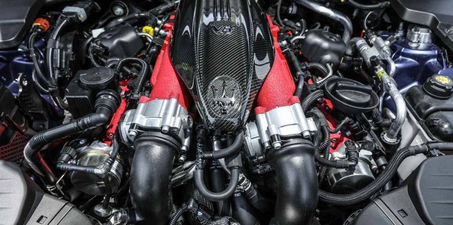 La versión Trofeo cuenta con un motor twin turbo V8, de 3.8 litros, que produce unos impresionantes 590 caballos de fuerza.