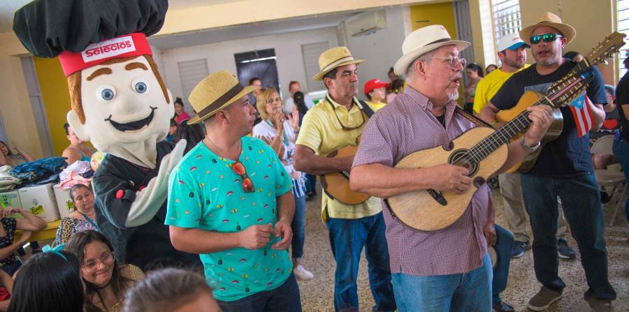 Un grupo musical llevó alegría a los refugiados. (Suministrada)