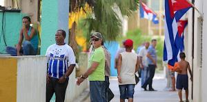 Cuba saca a toda prisa a los turistas de la isla