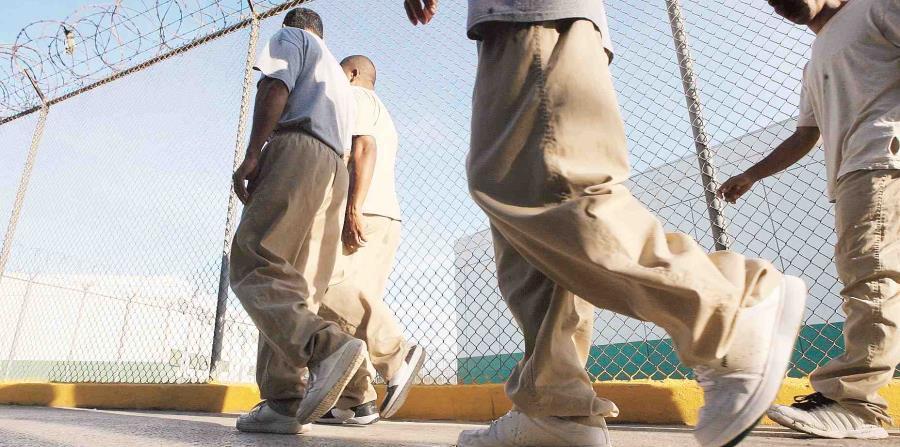El secretario de Corrección indicó que capturaron a nueve de los 13 reos que se fugaron de la cárcel de Bayamón al día siguiente del paso del huracán María. (horizontal-x3)