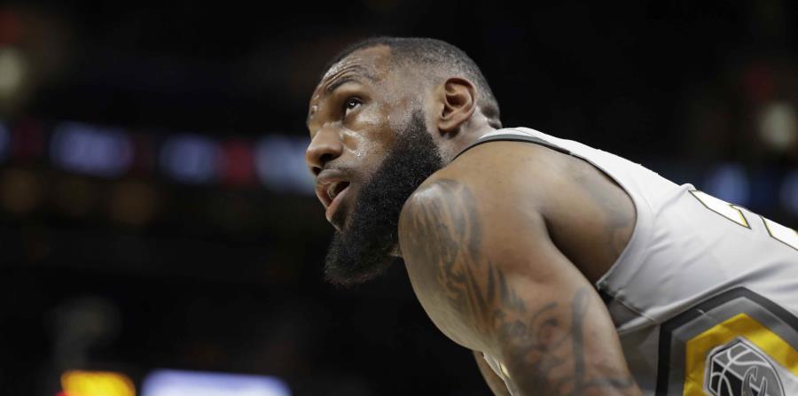 LeBron James durante el último partido de los Cavaliers contra los Timberwolves de Minnesota. (AP) (horizontal-x3)