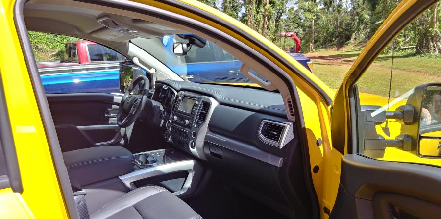 Cabina interior del Nissan Titan del 2018.