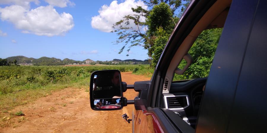 El Nissan Titan posee el monitor de visión periférica, Intelligent Around View con líneas de dirección, que provee una composición de vista tipo vuelo de pájaro de la parte delantera, trasera y los laterales del vehículo.