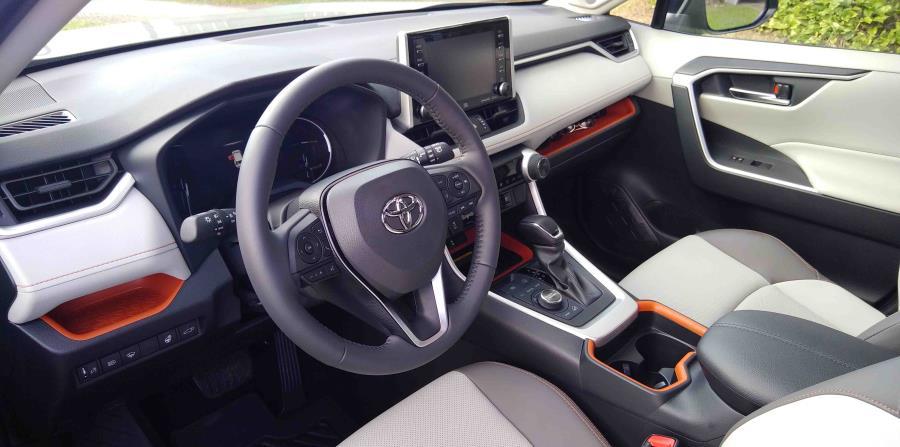 Moderno panel de instrumentos del Toyota RAV4 del 2019, versión Adventure. (Francisco Javier Díaz)