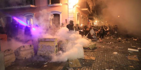 Vuelven los encontronazos entre policías y manifestantes