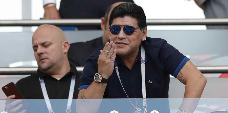La FIFA había tolerado previos incidentes de Maradona en Rusia. (AP) (horizontal-x3)