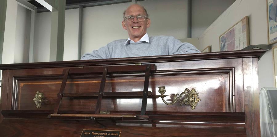 El tesoro fue descubierto el año pasado por el afinador Martin Backhouse, en Shropshire, en el centro de Inglaterra. (horizontal-x3)