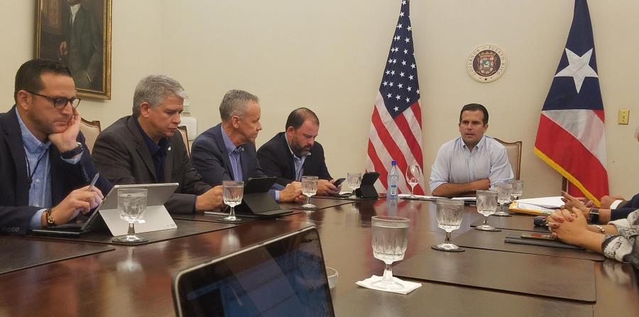 El gobernador y varios jefes de agencia discutieron ayer, en La Fortaleza, los preparativos para la actual temporada ciclónica. (Suministrada) (horizontal-x3)