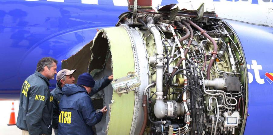 El accidente fue ocasionado por la explosión de uno de los motores del avión. (AP) (horizontal-x3)