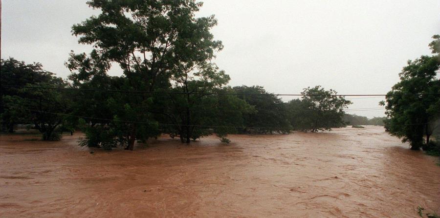 El río Guanajibo ayer se salió de su cauce y hoy podría volverse a salir. (horizontal-x3)