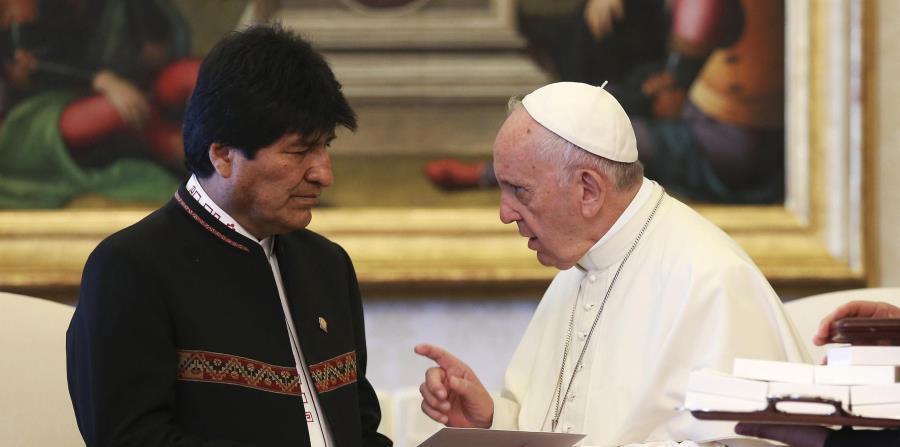El presidente de Bolivia, Evo Morales, junto al papa Francisco (horizontal-x3)