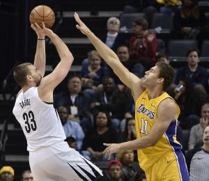 Los Grizzlies doblegan a los Lakers