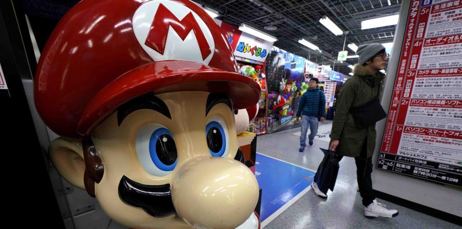 Una figura de Super Mario tomada en un centro electrónico en Tokyo. (horizontal-x3)