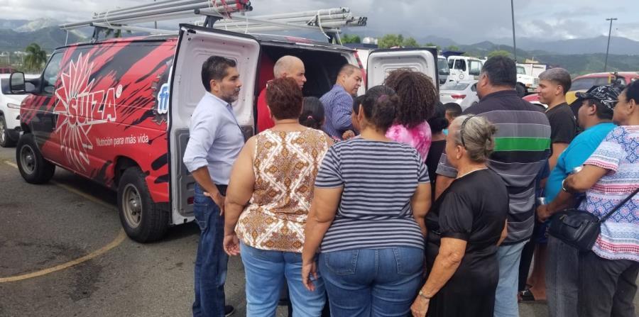 Empleados de Suiza Dairy repartieron alimentos no perecederos en Guayanilla, Guánica y Yauco. (Suministrada)