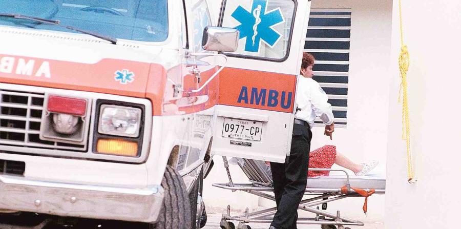 Una ambulancia atiende a una persona. (GFR Media) (horizontal-x3)