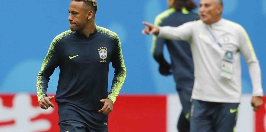 Neymar junto al dirigente de Brasil Tite en una práctica. (AP) (horizontal-x3)