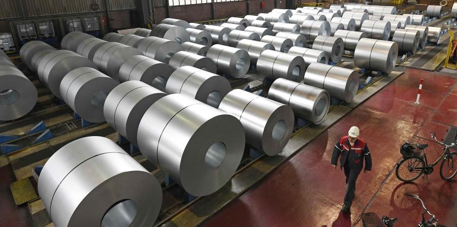 Estas bobinas de acero en la fábrica siderúrgica de Thyssenkrupp en Duisburg, Alemania, pagarían los aranceles. (AP) (horizontal-x3)
