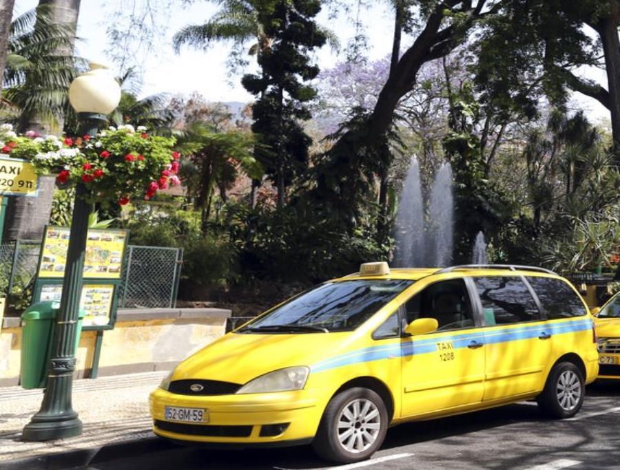 Regresan del hospital y olvidan a su bebé en un taxi