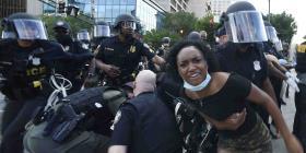 Despiden a 2 policías por uso excesivo de la fuerza en Atlanta