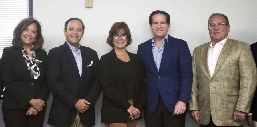 Gema Hidalgo, del Listín Diario y Digo Network; Augusto Romano, de Digo Network; María Eugenia Ferré Rangel, presidenta de la Junta de Directores de GFR Media; Manuel Corripio, de Grupo Corripio; y Juan Marío Álvarez, CEO de GFR Media. (horizontal-x3)