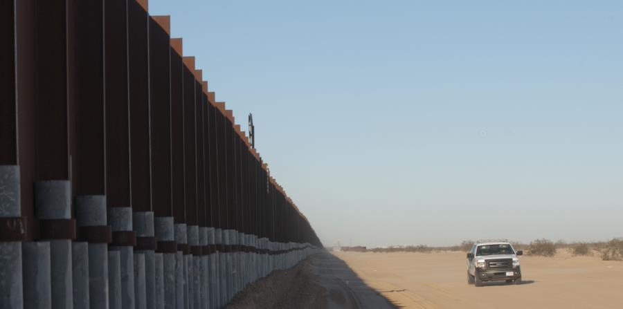 Imagen de la antigua valla que marca la frontera de México con la ciudad de San Luis, en Arizona (horizontal-x3)