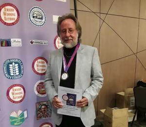 Eddie Ferraioli triunfa con su primera novela