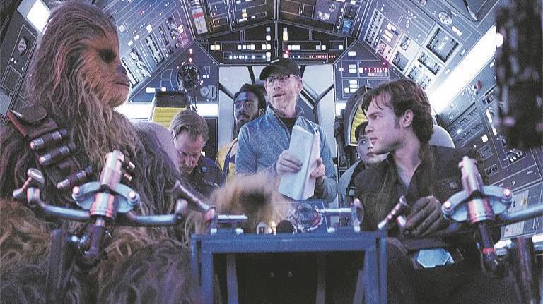 """El filme cambió de directores por conflictos con los guionistas y los custodios del tono de los filmes """"Star Wars"""", tras la salida de George Lucas. Arriba, Ron Howard director que concluyó la cinta. (Suministrada) (horizontal-x3)"""