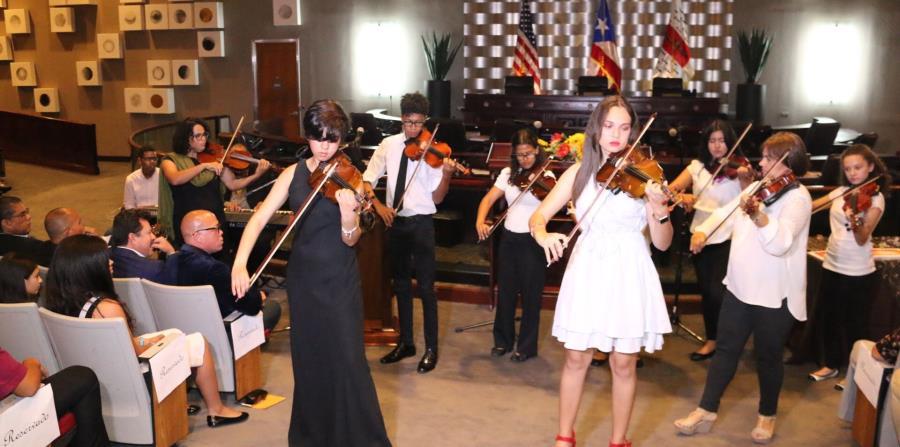 Estudiantes del el programa de Música de la EBAC, realizaron una presentación durante la celebración de la Noche de Logros. (horizontal-x3)