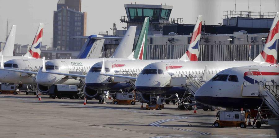 Vista de varios aviones estacionados ante el cierre que enfrentó el London City Airport. (AP) (horizontal-x3)
