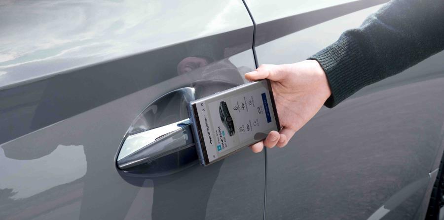 El Sonata tiene un sistema que convierte a un teléfono móvil en una llave, lo que permite acceder y arrancar el automóvil fácilmente. (Suministrada)