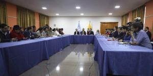El presidente de Ecuador deroga decreto que elevó el precio de los combutibles