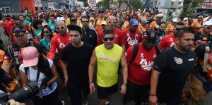 "Raymond Arrieta completa el primer tramo de su última caminata ""Da Vida"""