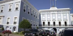 Rosselló remueve al administrador de la Oficina del Gobernador de su puesto