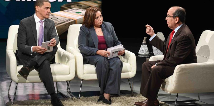 El exgobernador Carlos Otero, de El Vocero, y la reportera de El Nuevo Día Joanisabel Gonzalez durante su entrevista con el exgobernador Anibal Acebedo Vilá.Alejandro García Padilla es uno de los entrevistados del programa especial. (horizontal-x3)
