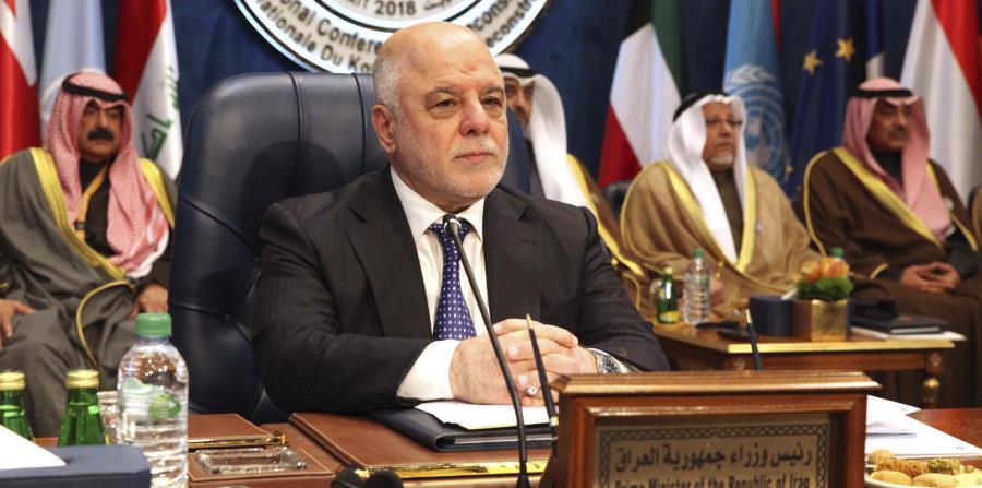 El primer ministro de Irak, Haider al-Abadi, se prepara antes del inicio de una cumbre de donantes en el Palacio Bayan de Kuwait (horizontal-x3)