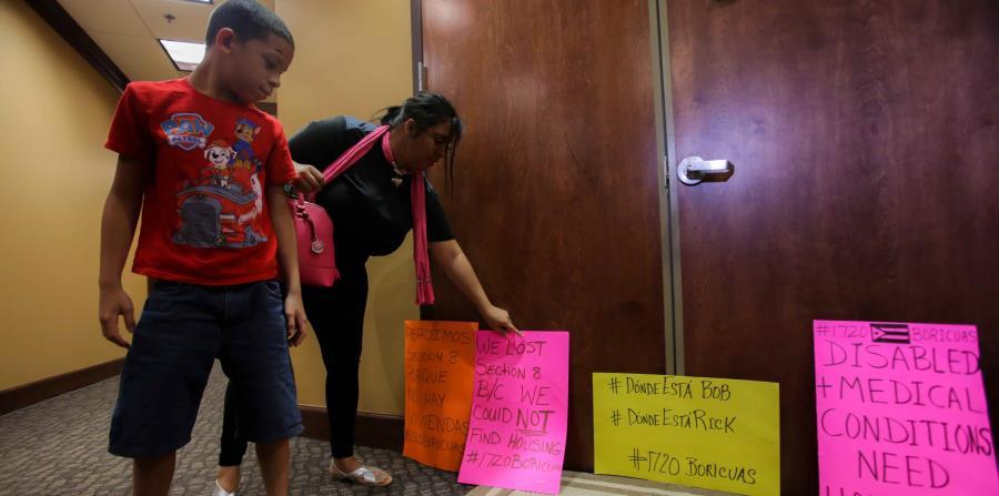 Cerca de 1,700 familias en Estados Unidos y Puerto Rico perdían anoche el beneficio del programa TSA, como damnificados del huracán María. (horizontal-x3)