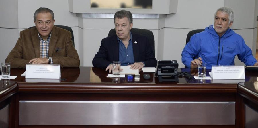Al centro, el presidente de Colombia, Juan Manuel Santos. (Agencia EFE) (horizontal-x3)