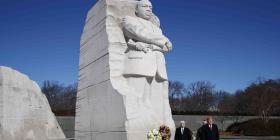 Trump visita por sorpresa el monumento a Martin Luther King Jr.