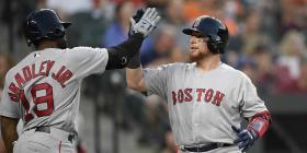 Christian Vázquez remolca dos en la victoria de Boston