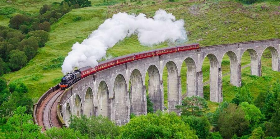 Locomotoras de vapor que atraviesa Inglaterra. (Suministrada)